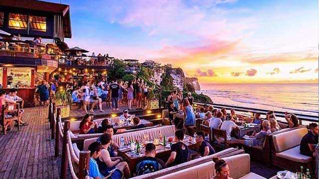 Takbar Single Fin Bar i Bali