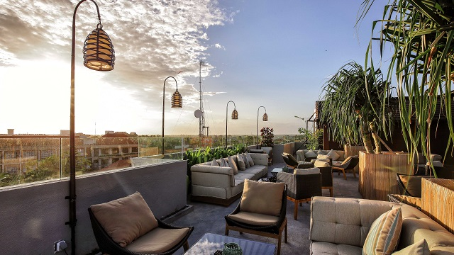 Takbar Grow up Rooftop Bar i Bali