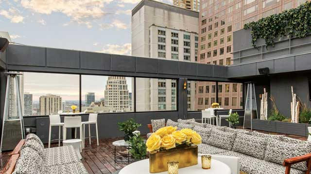 Takbar Chicago 52EIGHTY Rooftop Lounge i Chicago